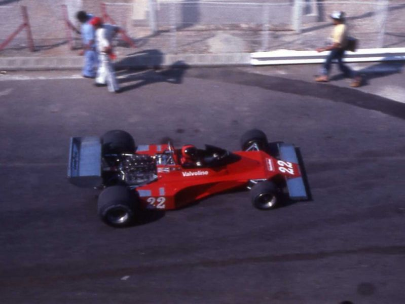 f1gp76patricknevesurensignn176.jpg